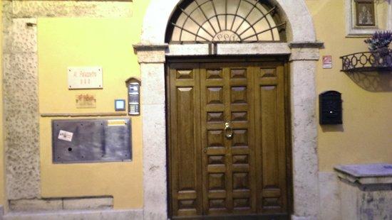 Al Palazzetto: la porte d'entrée