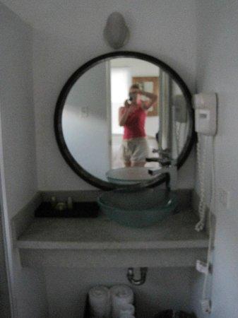Club Seabourne: bathroom