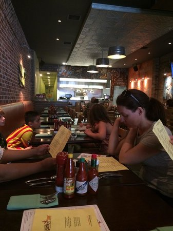Little Daddy's Gumbo Bar: Family fun late lunch