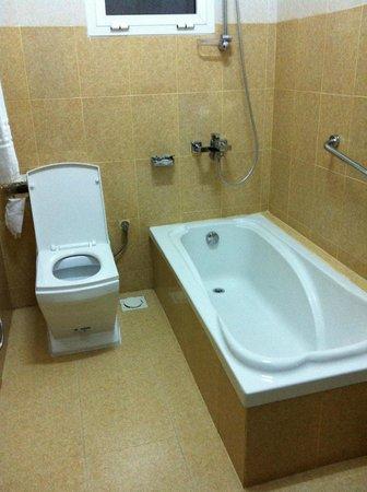 Al Karm Hotel Apartments: Salle de Bains