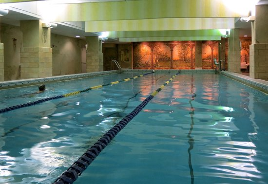 Milwaukee Athletic Club: Women guests can swim in this beautiful pool (men have a separate pool)
