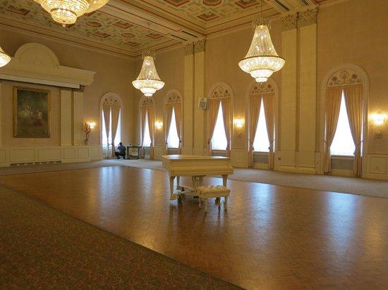 Milwaukee Athletic Club : Elegant turn of the century Grand Ballroom