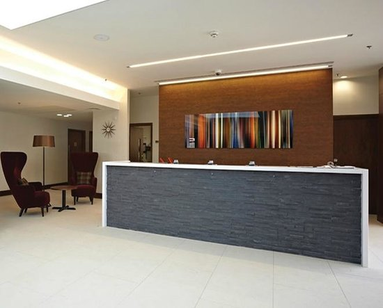 Lingfield Park Marriott Hotel & Country Club : Reception desk (official website picture)