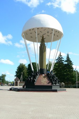 ‪Monument Pskov paratroopers (Dome)‬