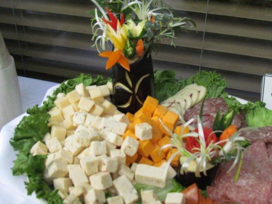 The Isles Restaurant & Tiki Bar: Very creative display