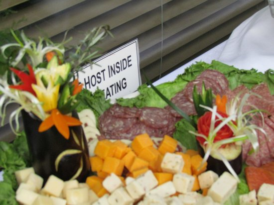 The Isles Restaurant & Tiki Bar: Close up of the food flowers