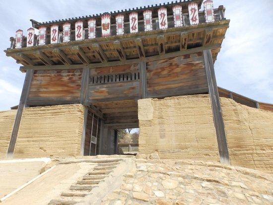 Kinojo Iwaya: 復元された西門