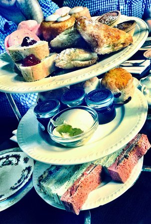 Reform Social And Grill Restaurant : Afternoon tea!! Lovely!!