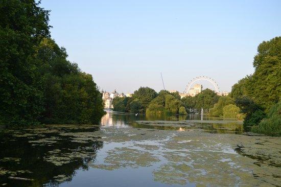 Parque de St. James: mooi zicht op london van op de brug