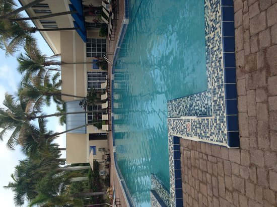 DoubleTree by Hilton Hotel Deerfield Beach - Boca Raton: The pool on a cloudy day