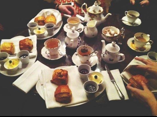 sketch Glade: Afternoon tea and scones