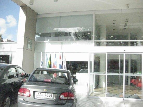 Intercity Montevideo: El frente del hotel