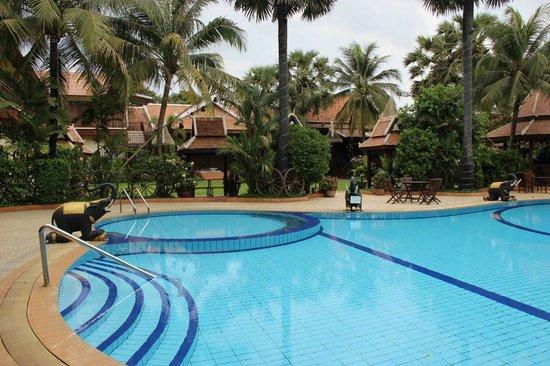Apsara Angkor Resort & Conference : la piscine