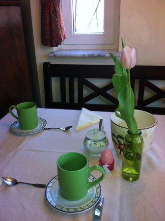 Gästehaus Kirschgarten: Frühstücksraum im Frühling