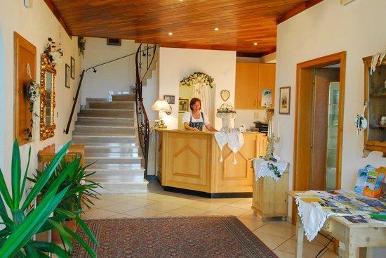 Hotel Hofler Fernblick: Hoteleingang mit Rezeption