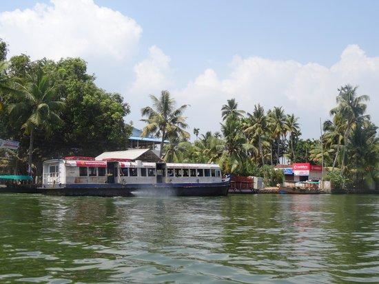 Thevercad Homestay: Allapuza ferry at Kainakary