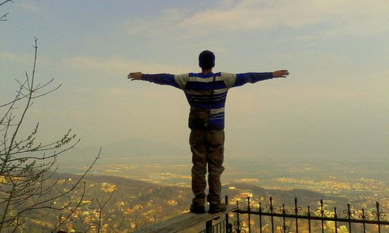 Walkabout Free Tour - Brasov: Do Not Try this...This Stunt is Performed by an Experienced Adventurer.