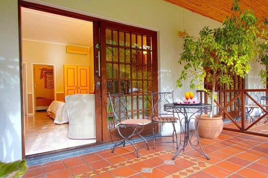Hlangana Lodge: Veranda on room