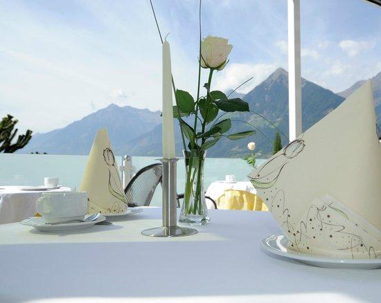 Hotel Hofler Fernblick: Frühstück auf der Terrasse mit herrlicher Aussicht