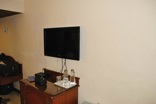 The President Hotel: LCD TV