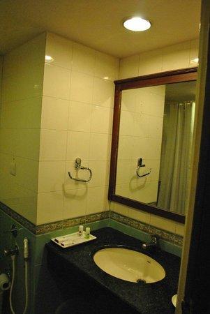 The President Hotel: Bathroom