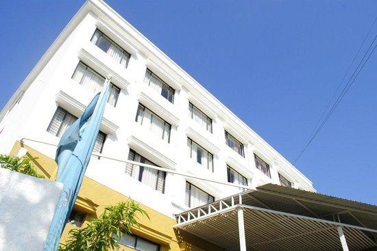 The President Hotel: Facade
