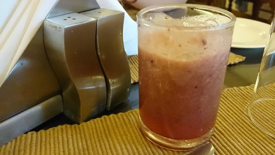 Tissa's Inn: Fresh Fruit Drink at Breakfast