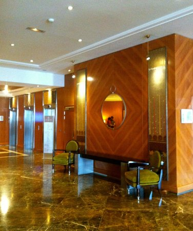 Hyatt Regency Nice Palais de la Mediterranee : Hall