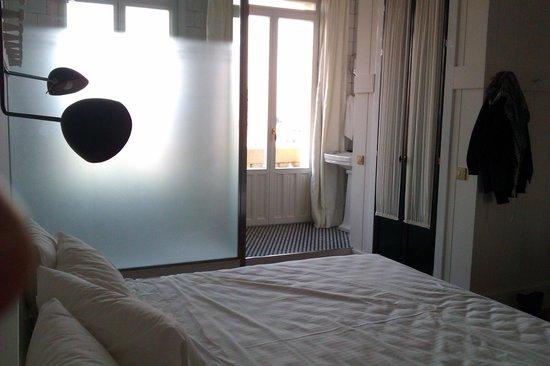 Praktik Metropol: La habitación y el baño