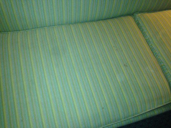 BEST WESTERN PLUS Deerfield Beach Hotel & Suites: Stains on couch