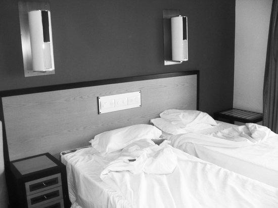 Hotel Paraíso de Albufeira : bed area