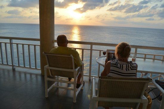 El Cantil Condo Resort : Sunset on the Balcony