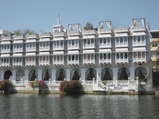 Lake Pichola Hotel : view of Hotel from boatride