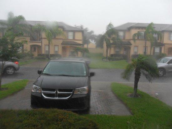 Regal Palms Resort & Spa: drive (thunder storm)
