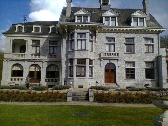 Hotel Castel Les Sorbiers : Achtergevel van het hotel