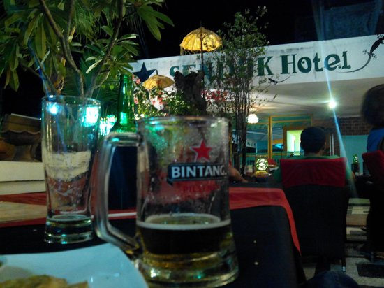 Sendok Hotel: the bar and resto with live band performance