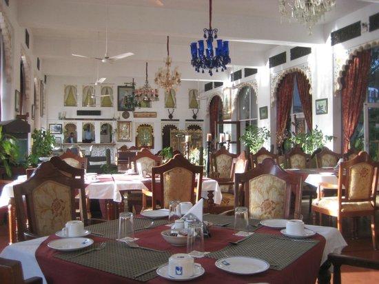 Lake Pichola Hotel : beautifl chandeliers