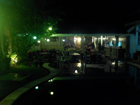 Sendok Hotel : the hotel rooms and swimming pool