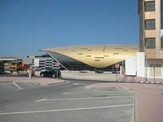 Cassells Al Barsha Hotel Dubai : станция метро