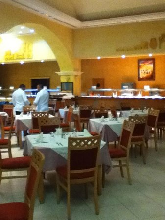 Zita Beach Resort: Salle de restaurant agréable