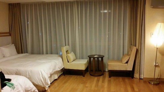 Ocean Suites Jeju Hotel: 디럭스룸