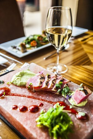 Taste Restaurant & Lounge : Chef Amie's Seared 5-Spice Rubbed Tuna Loin with Avocado Mousse