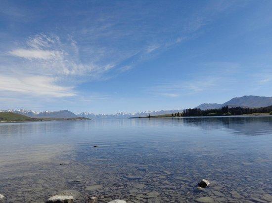 Lake Tekapo : looking over the best & bluest lake tekepo