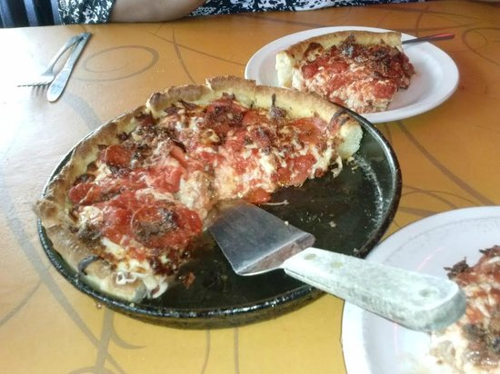 Pizzeria UNO Chicago Bar: The Best Pizza Ever
