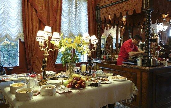 Al Ponte Antico Hotel : Breakfast buffet