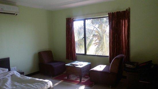 Hotel Hampi International: petit salon