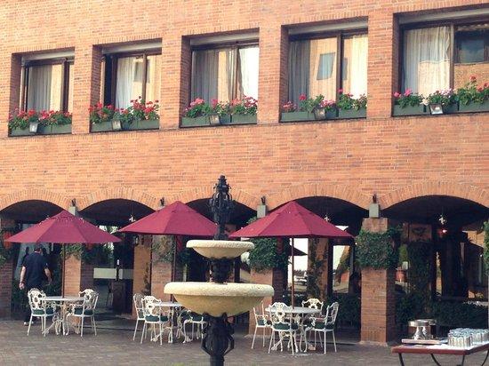 Hotel Estelar La Fontana: Outside The Restaurant