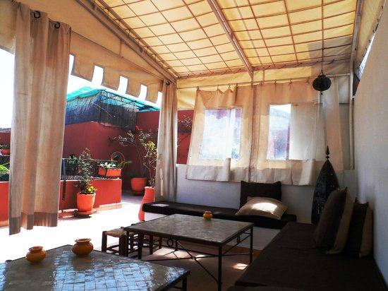 Riad Noor Charana: Rooftop lounging area