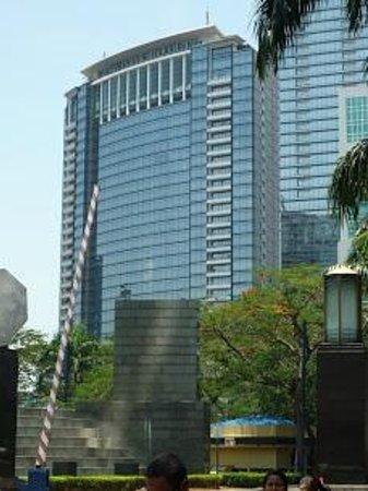 JW Marriott Hotel Jakarta: Вид с улицы