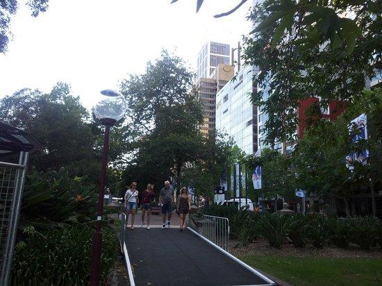 Casa de la Ópera de Sídney: Rua de Sydney.